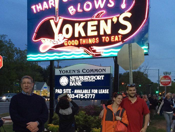 Yoken's Restaurant Neon sign